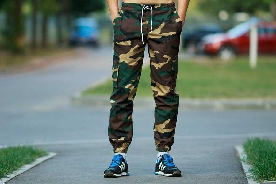Штаны защитного цвета мужские